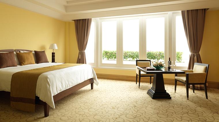 PropertyImage TheFullertonHotelSingapore Hotel GuestroomsandSuites EsplanadeRoom CreditTheFullertonHotelSingapore