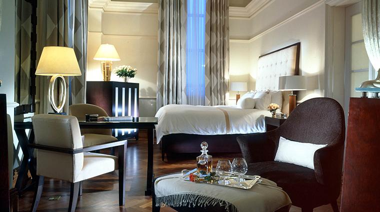 PropertyImage TheFullertonHotelSingapore Hotel GuestroomsandSuites GovernorSuite CreditTheFullertonHotelSingapore