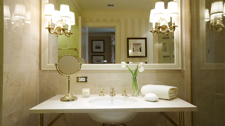 PropertyImage TheHayAdams Hotel GuestroomSuite GuestroomBathroom CreditTheHayAdams