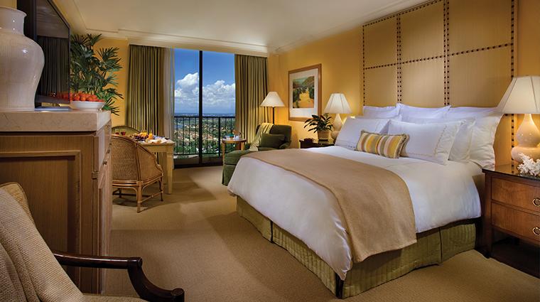 PropertyImage TheIslandHotel GuestroomsandSuites Guestroom 1 CreditTheIrvineCompanyResortProperties