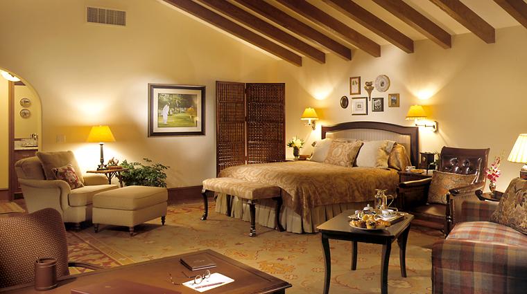 PropertyImage TheLodgeatSeaIslandGolfClub Savannah GuestRoom Bed CreditSeaIslandCompany