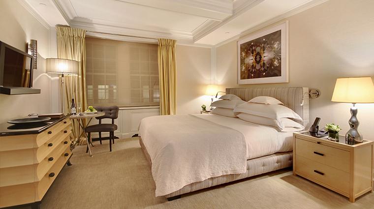 PropertyImage TheMark Hotel 14 GuestroomsandSuites Superior Courtyard King CreditTheMarkLLC
