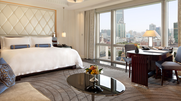 PropertyImage ThePeninsulaShanghai Shanghai Hotel GuestroomSuites DeluxeGardenRoom Bedroom CreditTheHongkongAndShanghaiHotelsLimited