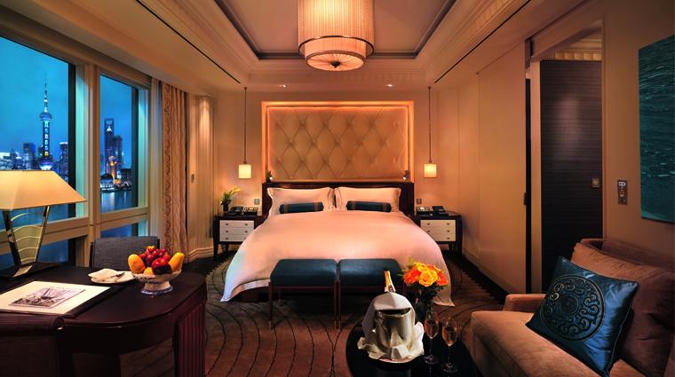 PropertyImage ThePeninsulaShanghai Shanghai Hotel GuestroomSuites DeluxeRoom Bedroom CreditTheHongkongAndShanghaiHotelsLimited