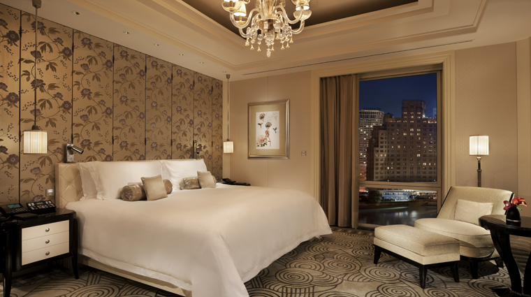PropertyImage ThePeninsulaShanghai Shanghai Hotel GuestroomSuites ThePeninsulaSuite Bedroom CreditTheHongkongAndShanghaiHotelsLimited