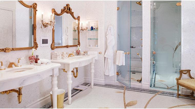 PropertyImage ThePlazaHotel NewYork Hotel GuestroomsSuites RoyalPlazaSuite Bathroom CreditFairmontHotelsandResorts