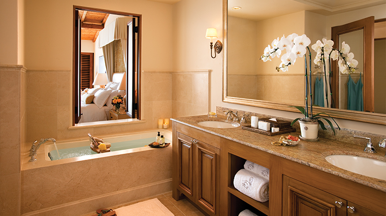 PropertyImage TheResortatPelicanHill Hotel GuestroomsandSuites Bathroom 5 CreditTheIrvineCompanyResortProperties