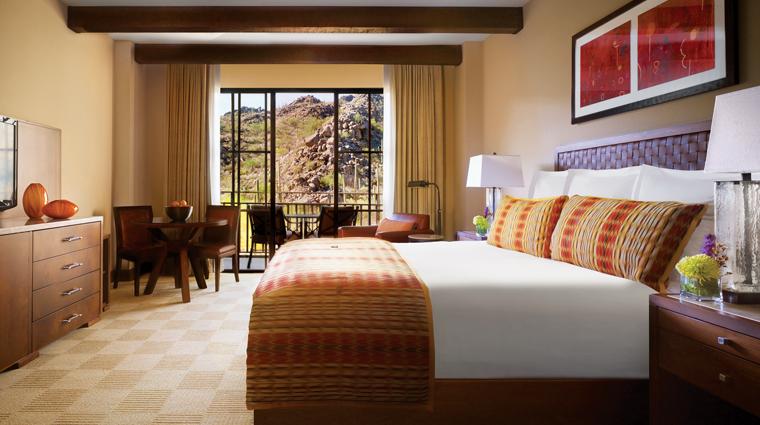PropertyImage TheRitzCarltonDoveMountain Hotel GuestroomsandSuites Bedroom CreditTheRitzCarltonHotelCompanyLLC