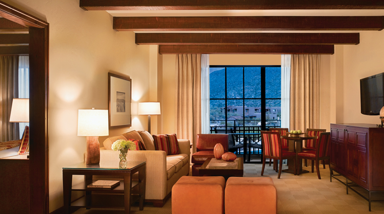 PropertyImage TheRitzCarltonDoveMountain Hotel GuestroomsandSuites ExecutiveSuites CreditTheRitzCarltonHotelCompanyLLC