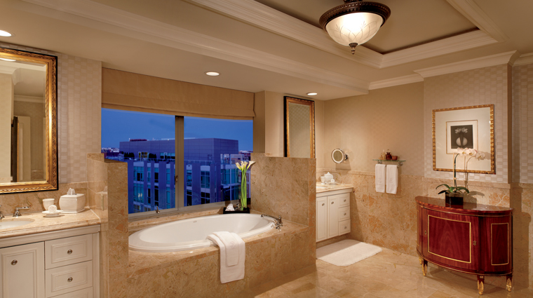 PropertyImage TheRitzCarltonWashingtonDC Hotel GuestroomsandSuites TheRitzCarltonSuite Bathroom CreditTheRitzCarltonHotelCompanyLLC