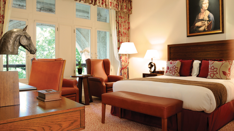 PropertyImage TheRoyalHorseguards Hotel GuestroomsandSuites Bedroom1 CreditGuomanThistle