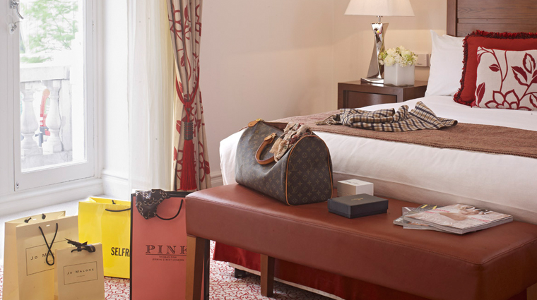 PropertyImage TheRoyalHorseguards Hotel GuestroomsandSuites Bedroom Shopping CreditGuomanThistle