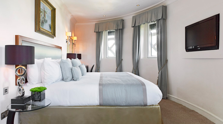 PropertyImage TheRoyalHorseguards Hotel GuestroomsandSuites TowerSuite Bedroom CreditGuomanThistle