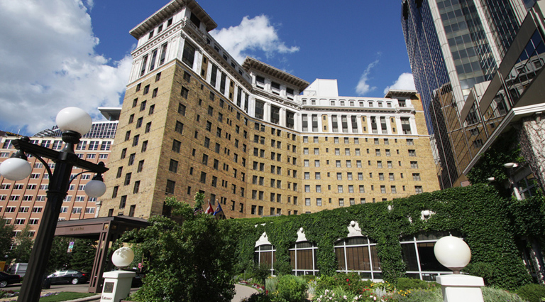 PropertyImage TheSaintPaulHotel Hotel Exterior FrontGateExterior Credit TheSaintPaulHotel