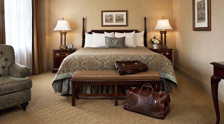 PropertyImage TheSaintPaulHotel Hotel GuestroomSuites DeluxeKingRoom Credit TheSaintPaulHotel