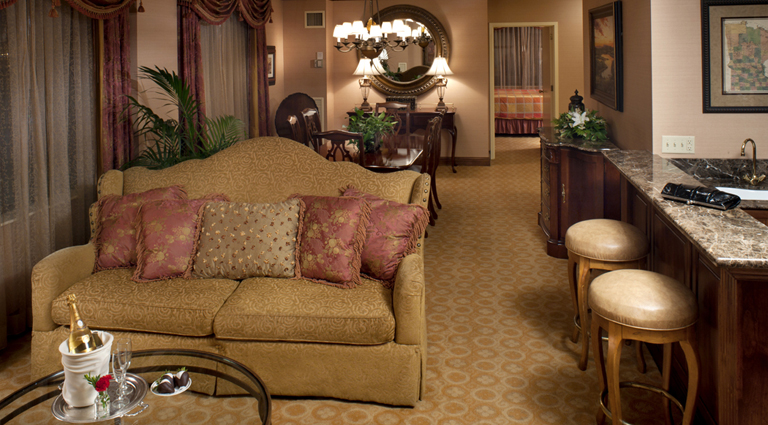 PropertyImage TheSaintPaulHotel Hotel GuestroomSuites OrdwaySuite Credit TheSaintPaulHotel