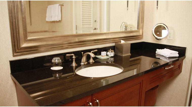 PropertyImage TheSignatureAtMGMGrand LasVegas Hotel GuestroomSte DeluxeSuite BathVanity CreditFiveStarTravelCorp