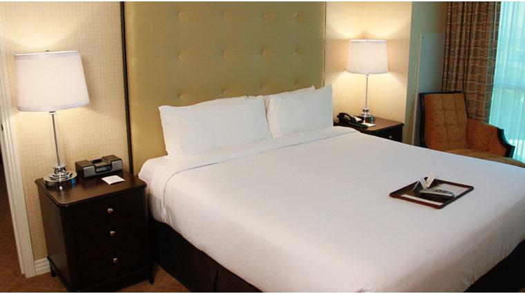 PropertyImage TheSignatureAtMGMGrand LasVegas Hotel GuestroomSte DeluxeSuite Bed CreditFiveStarTravelCorp