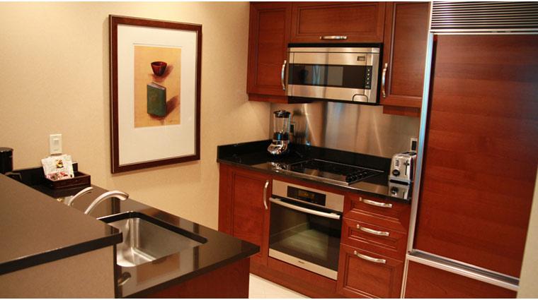 PropertyImage TheSignatureAtMGMGrand LasVegas Hotel GuestroomSte DeluxeSuite Kitchen CreditFiveStarTravelCorp