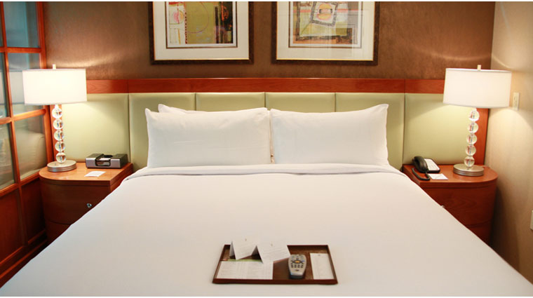 PropertyImage TheSignatureAtMGMGrand LasVegas Hotel GuestroomSte JuniorSuite Bed CreditFiveStarTravelCorp