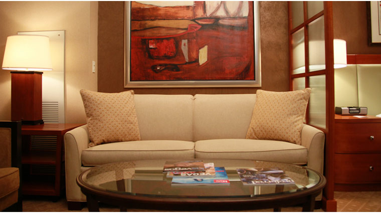 PropertyImage TheSignatureAtMGMGrand LasVegas Hotel GuestroomSte JuniorSuite Couch CreditFiveStarTravelCorp
