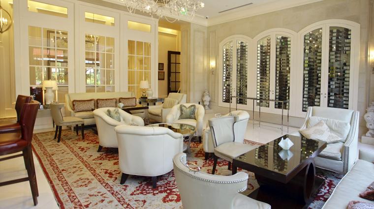 PropertyImage TheStRegisAtlanta Atlanta Hotel BarLounge TheWineRoom 1 CreditTheFiveStarTravelCorporation