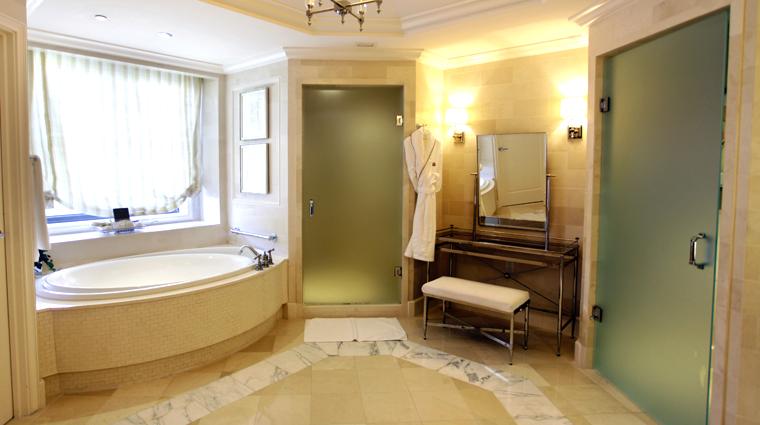 PropertyImage TheStRegisAtlanta Atlanta Hotel GuestroomSuite StRegisSuite Bathroom 1 CreditTheFiveStarTravelCorporation