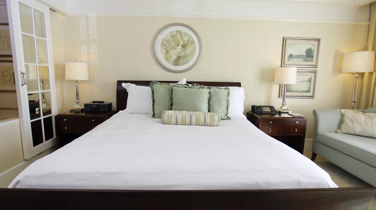PropertyImage TheStRegisAtlanta Atlanta Hotel GuestroomSuite SuperiorRoom Bed CreditTheFiveStarTravelCorporation