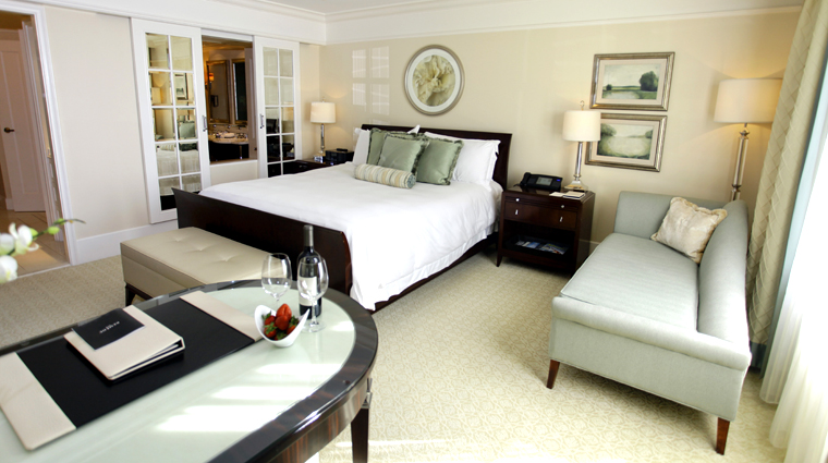 PropertyImage TheStRegisAtlanta Atlanta Hotel GuestroomSuite SuperiorRoom Bedroom 1 CreditTheFiveStarTravelCorporation