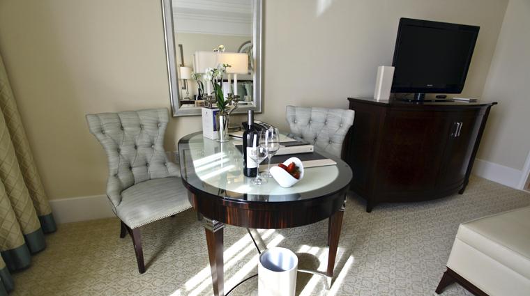 PropertyImage TheStRegisAtlanta Atlanta Hotel GuestroomSuite SuperiorRoom Desk CreditTheFiveStarTravelCorporation
