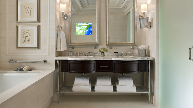 PropertyImage TheStRegisAtlanta Atlanta Hotel Guestroom SuperiorKingGuestRoom Bathroom CreditStarwoodHotelsandResortsWorldwideInc