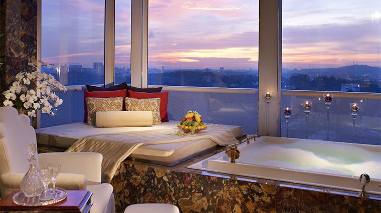 PropertyImage TheStRegisSingapore Hotel GuestroomSuite SuiteBathroomDetail CreditStarwoodHotelsandResortsWordlwideInc