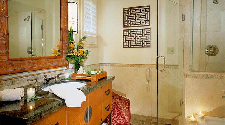 PropertyImage TradewindsCarmel Hotel GuestroomSuite GuestroomBathroom CreditTradewinds