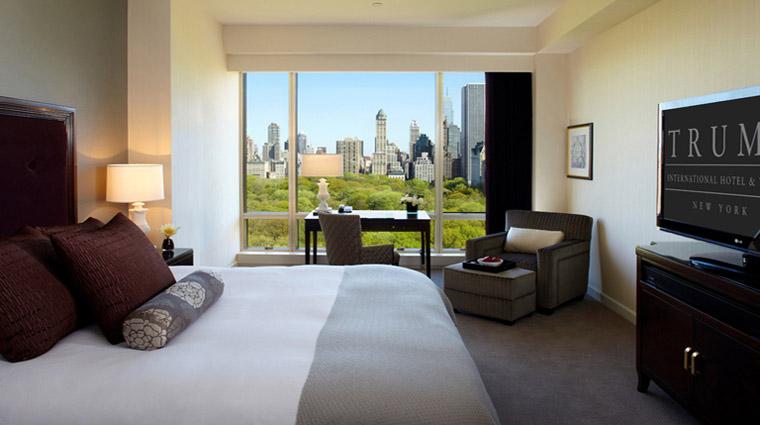 PropertyImage TrumpInternationalHotelandTower NewYork Hotel GuestroomSuites DeluxeRm Bed CreditTrumpInternationalHotelandTower