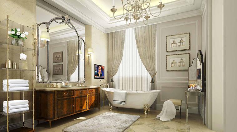 PropertyImage WaldorfAstoriaShanghaiOnTheBund Shanghai Hotel GuestroomSuites WaldorfDeluxeRiverSuite Bathroom CreditHiltonWorldwide