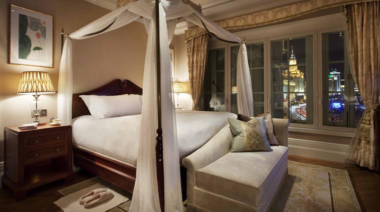 PropertyImage WaldorfAstoriaShanghaiOnTheBund Shanghai Hotel GuestroomSuites WaldorfDeluxeRiverSuite Bed CreditDerryckMenere