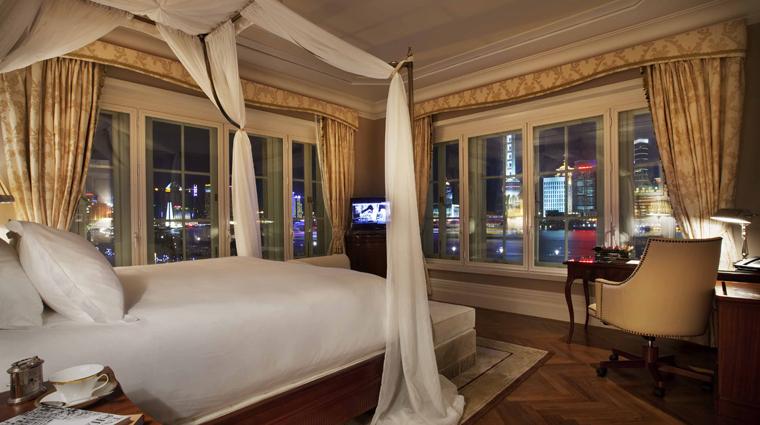 PropertyImage WaldorfAstoriaShanghaiOnTheBund Shanghai Hotel GuestroomSuites WaldorfDeluxeRiverSuite Desk CreditDerryckMenere
