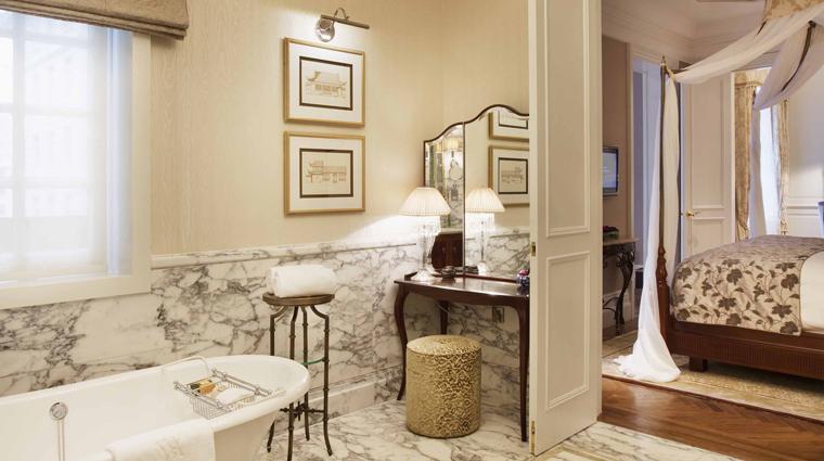 PropertyImage WaldorfAstoriaShanghaiOnTheBund Shanghai Hotel GuestroomSuites WaldorfRiverSuite Bathroom CreditDerryckMenere