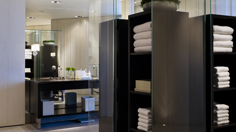 PropertyImage WatersEdgeShanghai Shanghai Spa Basics LockerRoom CreditHyattCorporation