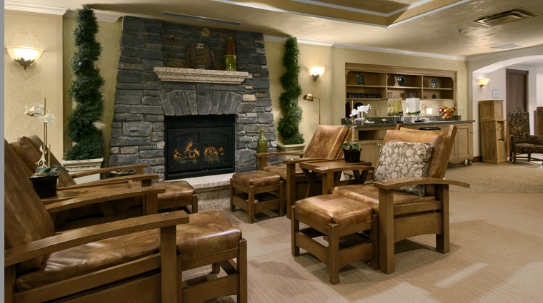 PropertyImage WillowStreamSpaAtTheFairmontBanffSprings Alberta Spa Style WillowStreamLounge CreditFairmontHotelsAndResorts