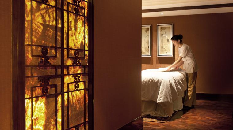 PropertyImage WillowStreamSpaatFairmontPeaceHotel Shanghai Spa Basics MassageRoom CreditFairmontPeaceHotelVFMLeonardoInc