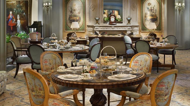 PropertyImage WindsorCourtHotel NewOrleans Hotel LoungeBar LeSalon Credit MarcoRicca
