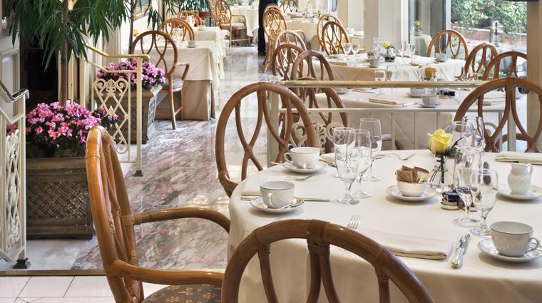 PropertyImage WindsorCourtHotel NewOrleans Restaurant Style TheGrillRoomTerrace Credit MarcoRicca