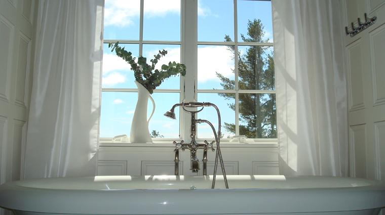PropertyImages BlairHillInn Hotel GuestroomsandSuites GuestRoom1 TheMaster Bathroom CreditBlairHillInn