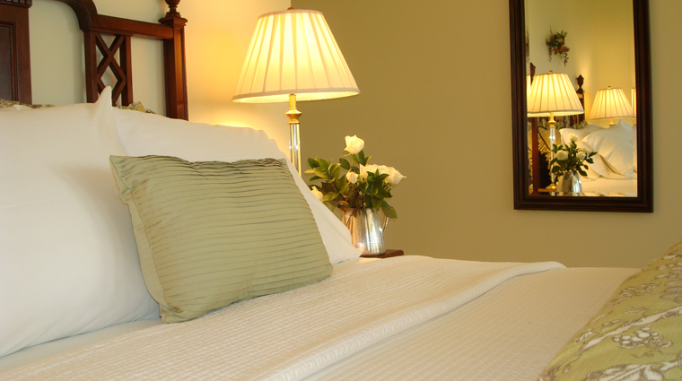 PropertyImages BlairHillInn Hotel GuestroomsandSuites GuestRoom3 SimplyLovely CreditBlairHillInn