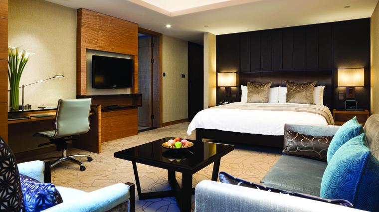 PropertyImages KerryHotelPudongShanghai Shanghai Hotel Guestrooms ClubPremierRoom CreditShangriLaHotelsandResorts