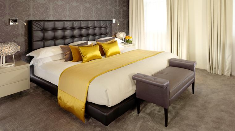 Property 51BuckinghamGateTajSuitesAndResidences 4 Hotel GuestroomsSuites JaguarSuite MasterBedroom CreditTajSuitesAndResidences