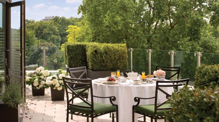 Property FourSeasonsHotelLondonatParkLane 5 Hotel GuestroomsSuites GardenSuite Terrace CreditFourSeasons