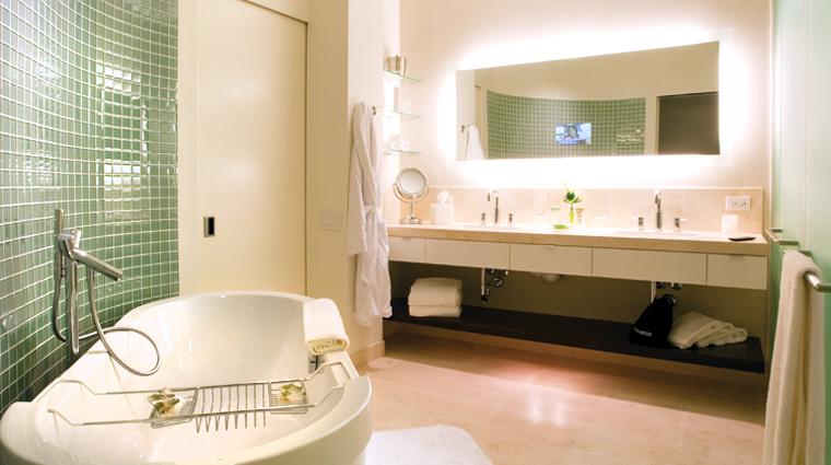 Property HotelArista 7 Hotel GuestroomsSuites GranLuxeSuite Bathroom CreditCalamosPropertyHoldingsLLC