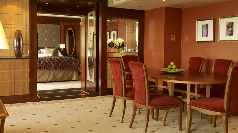Property InterContinentalLondonParkLane 4 Hotel GuestroomsSuites OneBedroomSuite DiningRoom CreditInterContinentalHotelGroup